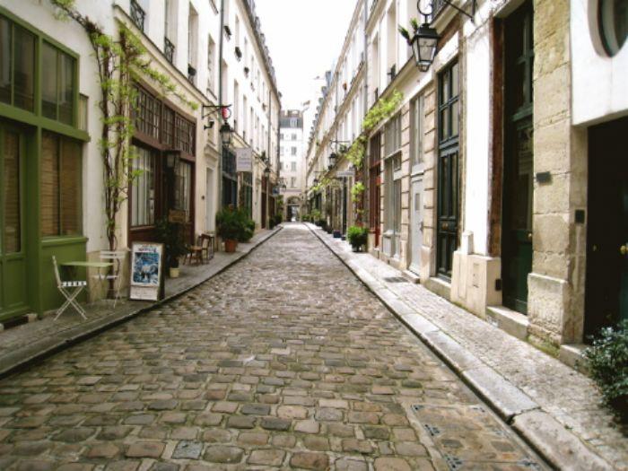 Sentier behind La Bastille
