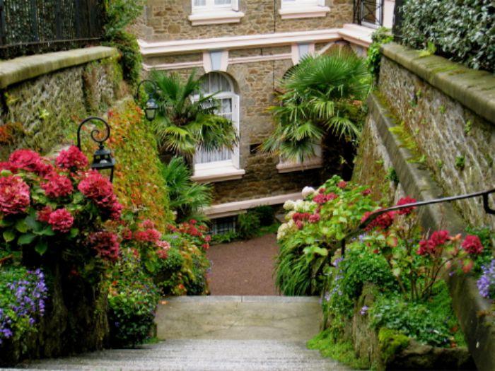 Entrance to Villa Reine Hortense