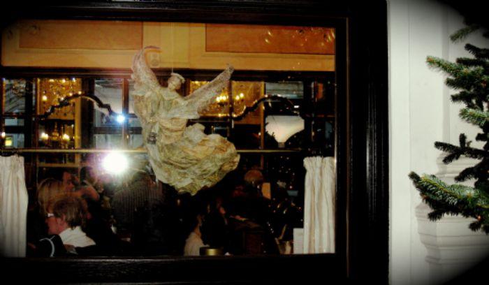 Café Mozart angel