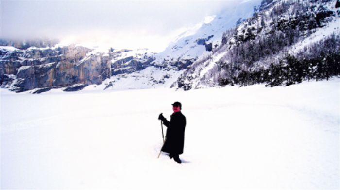 John explores the frozen Oeschinensee