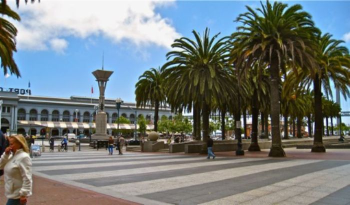 Approaching the Ferry Building ...