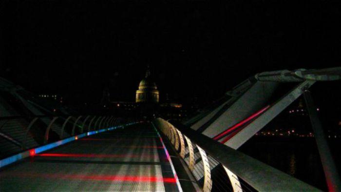 Jubilee colours light up the Millennium Bridge ...