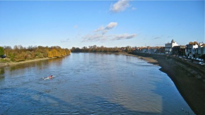 New Year's Day - the Thames from Barnes Bridge ...