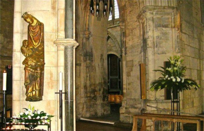 Railway sleeper sculpture - Southwark cathedral...