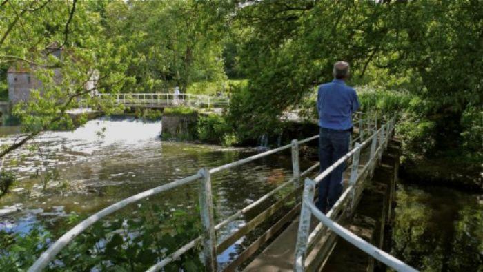 Sturminster Newton - crossing the bridge ...