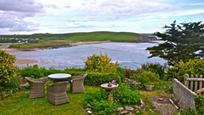 Henley hotel - cliff top garden