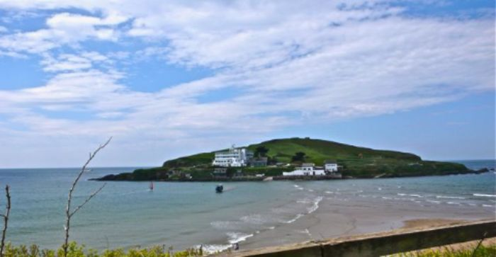 Incoming tide at Burgh Island - with sea tractor and windsurfer ...