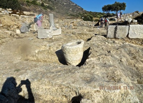 Knidos - Ever upwards - shadow takes photo of pot ...
