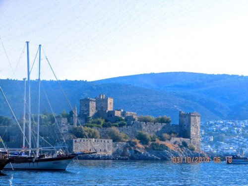 Sailing into Bodrum - the castle ...