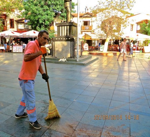 Kas - sweeper in the square