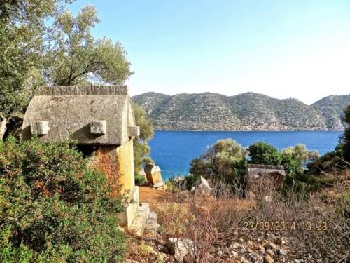 Kaleköy - tombs tumble down towards the sea ...