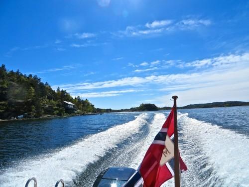 Jørgen zooms through the archipelago