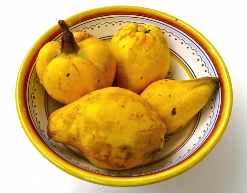 A bowl of quinces