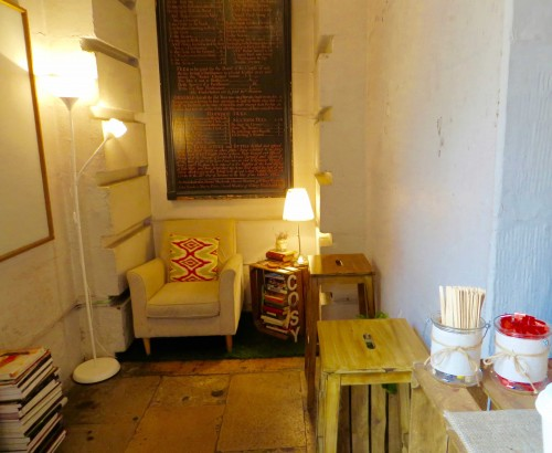 An irresistible cosy corner - St. Mary Woolnoth café - Lombard Street EC3