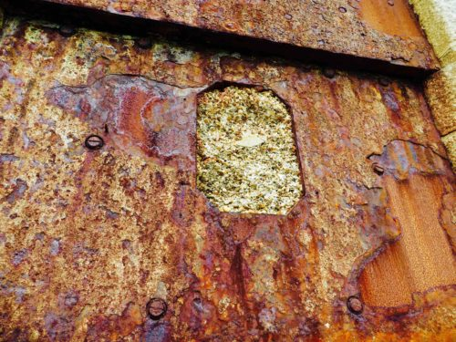 A wall of rust - Hurst castle