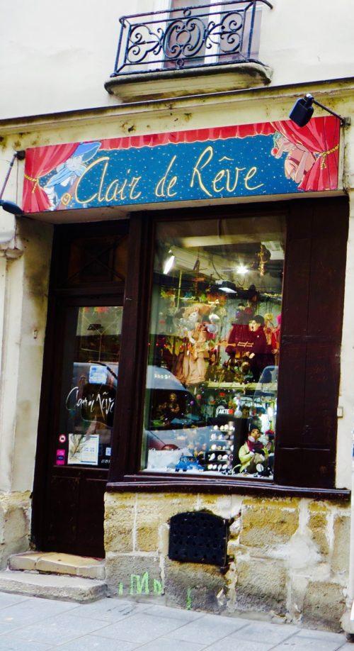 Ile Saint-Louis - petite boutique typique