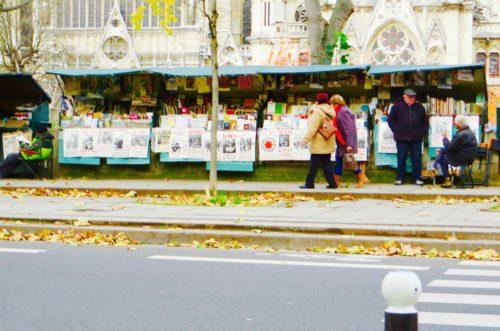 Still surviving - les bouquinistes by the Seine ...